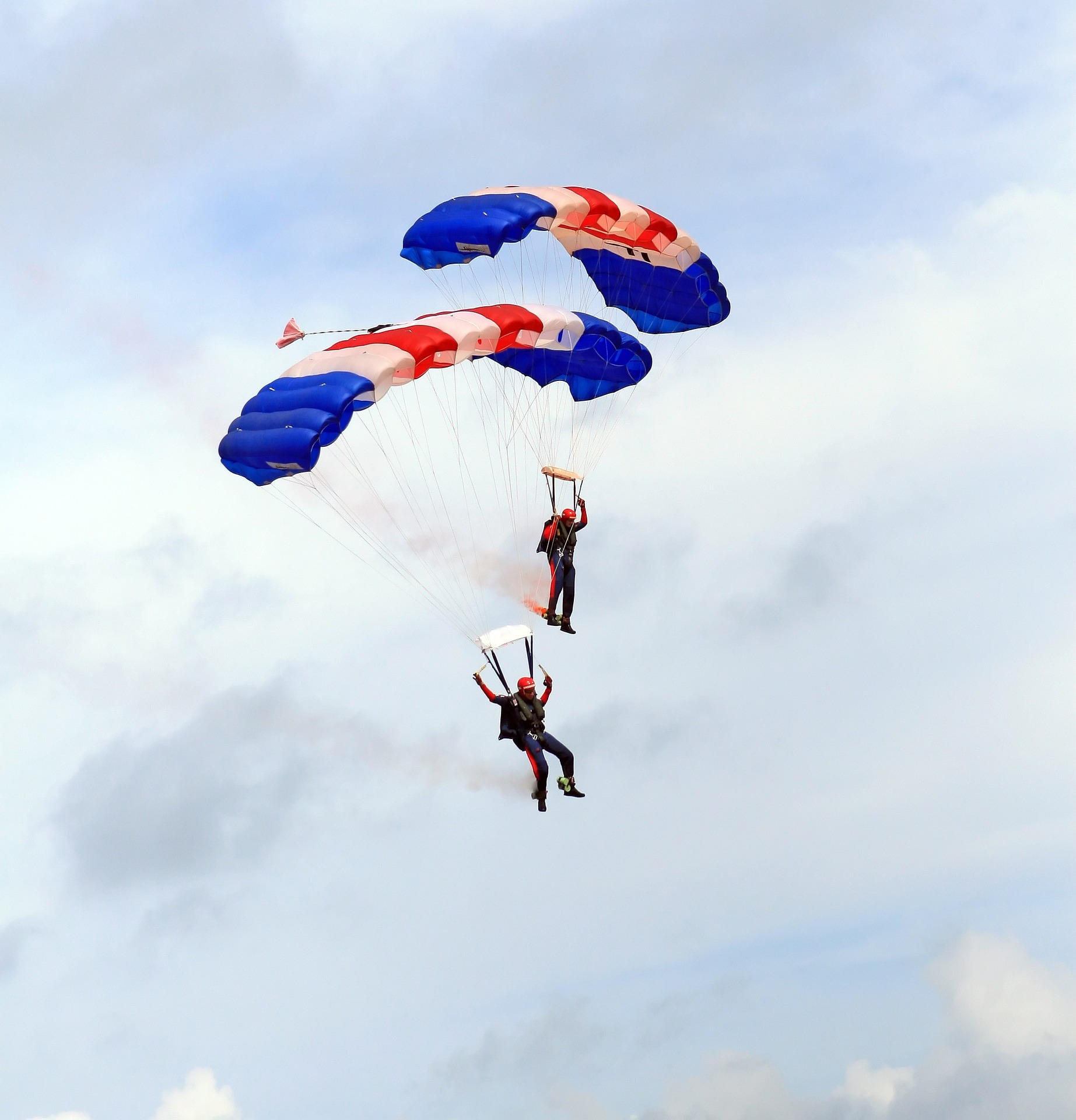 skydiving-1238276_1920